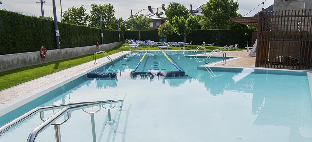 Obrim la piscina exterior